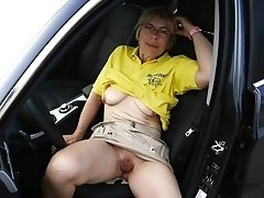 Mature amateur showing her snatch