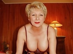 Sugarbabe is a very sexy milf swinger from England